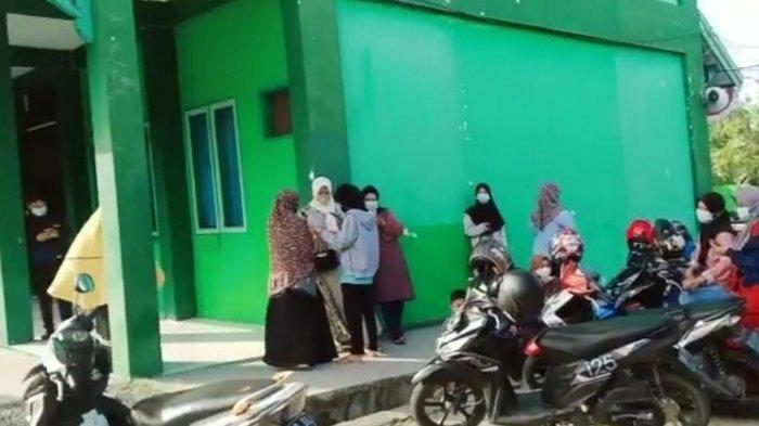 Salah Informasi, Puluhan Warga Kecewa Gagal Vaksin Covid-19 di Kemenag Pinrang