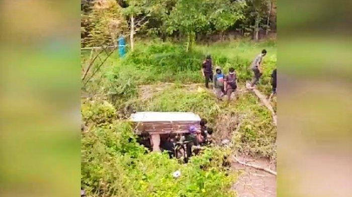Viral Warga di Toraja Makamkan Jenazah Pasien Covid-19 Tanpa APD, Keluarga; Kami Kesal ke Tim Satgas