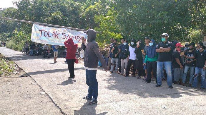 Warga Blokade Aktivitas TPA Paku Polewali Mandar
