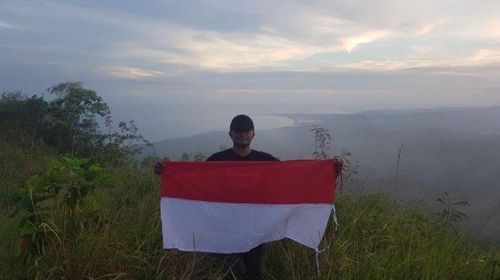 Puncak atau Buttu Bendera merupakan salah satu destinasi wisata yang lagi Hits di Kabupaten Polewali Mandar (Polman), Sulawesi Barat (Sulbar).