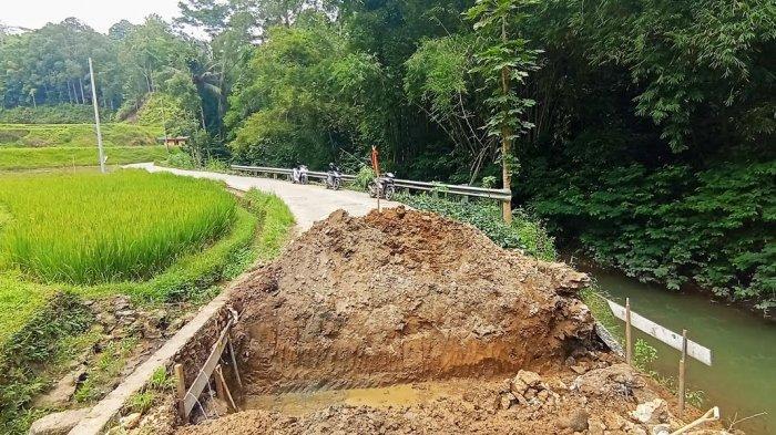 Putus Total Akibat Banjir, Jalan Penghubung Nonongan-Salu Sopai Toraja Utara Mulai Dikerja