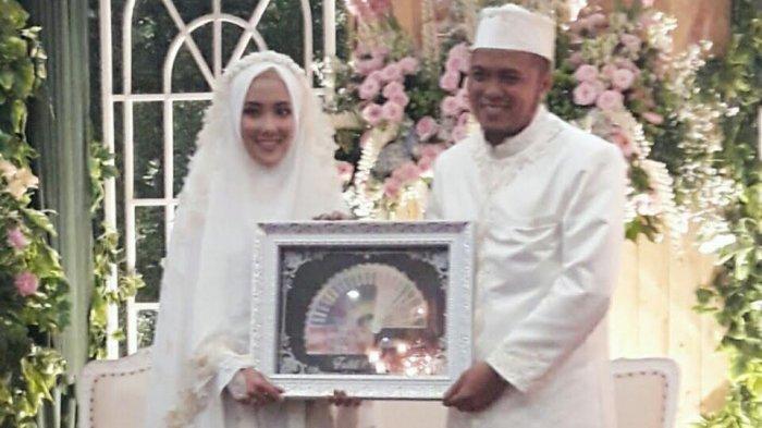 Rahmat Fadhli dan istrinya Inez Ayuningtyas