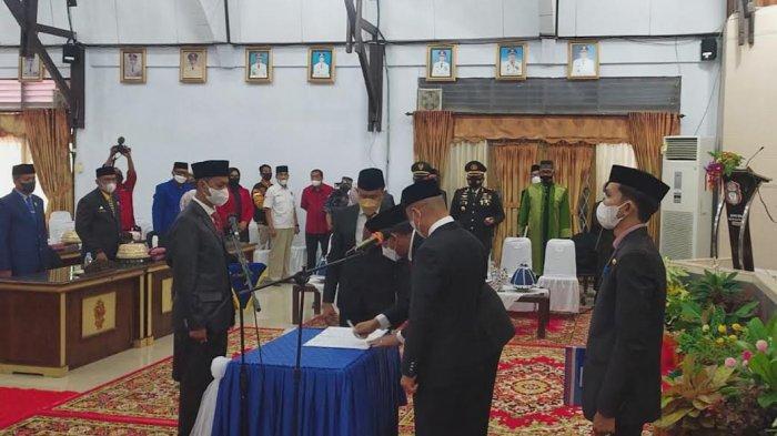 Juniwan Akbar Jasman Resmi Dilantik Jadi PAW di DPRD Wajo