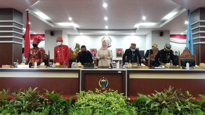 Rapat Paripurna Hari Jadi ke-351 Tahun Sulawesi Selatan digelar di Ruang Rapat Paripurna Lantai 3 Gedung DPRD Sulsel Jl Urip Sumoharjo Makassar, Senin (19102020).