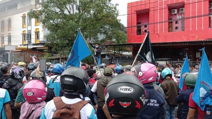 Gelar Aksi Unjuk Rasa, Ratusan Buruh Minta PT APS Berlakukan Kontrak 1 Tahun