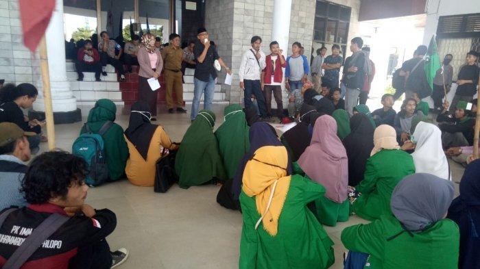 ratusan-mahasiswa-yang-tergabung-dalam-aliansi-21.jpg