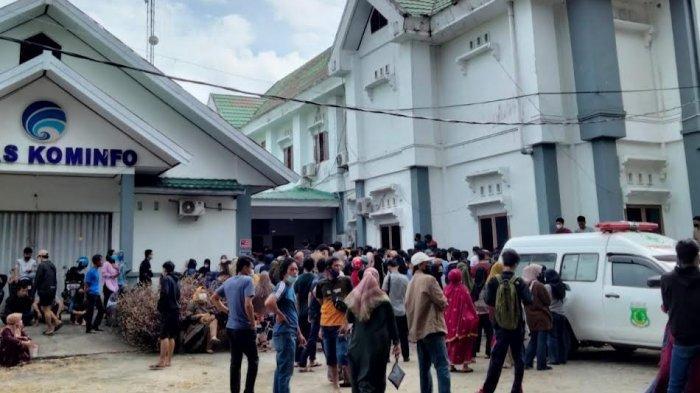 Antri Mulai Pukul 07.00 Pagi, Mahasiswa Ini Kecewa Gegara Kehabisan Vaksin di Kantor Kominfo Pinrang