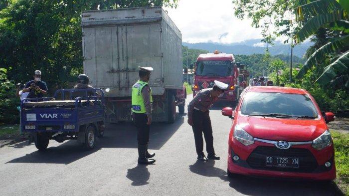 Hari Pertama Larangan Mudik, Puluhan Pengendara di Perbatasan Sulbar-Sulsel Diminta Putar Balik
