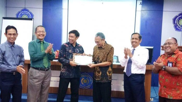 Rektor Unismuh Makassar Lepas Dosen Merenung Program Kemenristekdikti