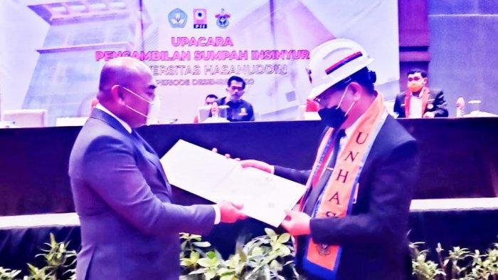 Rektor UNM Prof Husain Syam Raih Gelar Insinyur Profesional Utama