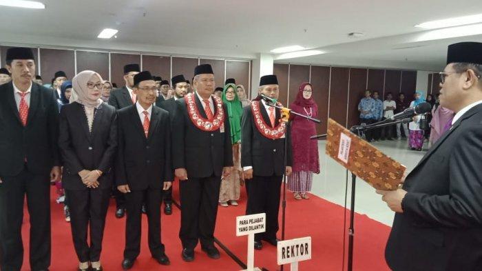 Target Jadi Kampus PTN BH, Rektor UNM Prof Husain Syam Rotasi Pejabat, 43 Pejabat Lama dan 2 Dekan - rektor-unm-prof-husain-syam-melantik-45-pejabat-dirotasi-dari-jabatan-lama.jpg