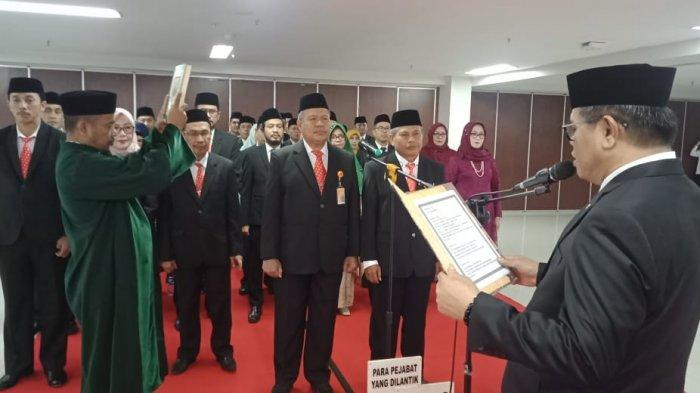 Target Jadi Kampus PTN BH, Rektor UNM Prof Husain Syam Rotasi Pejabat, 43 Pejabat Lama dan 2 Dekan - rektor-unm-prof-husain-syam-melantik-45-pejabat-dirotasi-dari-jabatan.jpg