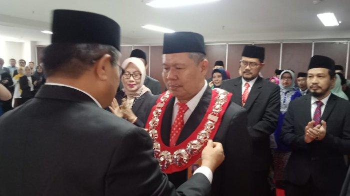 Target Jadi Kampus PTN BH, Rektor UNM Prof Husain Syam Rotasi Pejabat, 43 Pejabat Lama dan 2 Dekan - rektor-unm-prof-husain-syam-melantik-45-pejabat-dirotasi.jpg