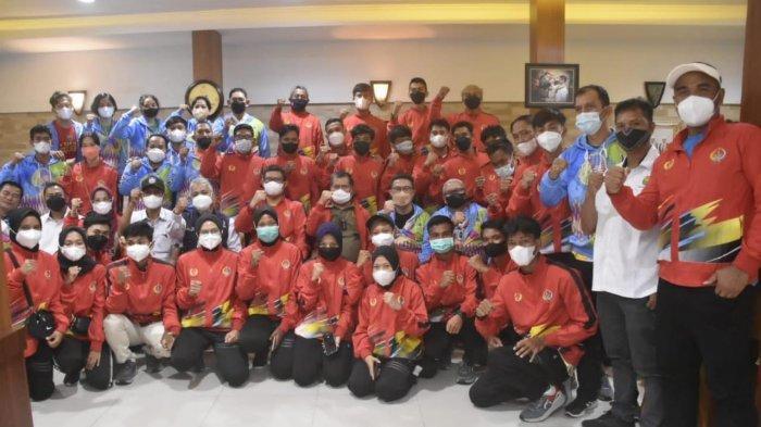 Lepas Atlet UNM Wakili Sulsel di PON XX Papua, Rektor UNM: Tunjukkan Bahwa Kita Petarung
