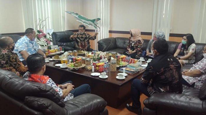 CEO Bank Mandiri Regional X Puji Konsep Kampus Kewirausahaan Rektor UNM