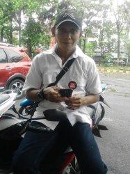 Pemilih Pakai Pin Kotak Segi Empat 'Serbu' TPS di Makassar, Dukung Siapa?