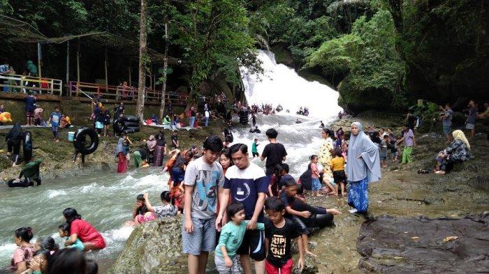 3.500 Orang Padati Air Terjun Bantimurung Hari Ini