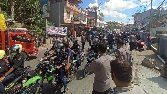 Demo Mahasiswa Teknik Sipil UKI Toraja, Jalan Nusantara Makale Macet Total