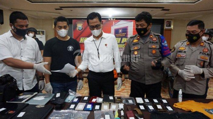 FOTO: Polisi Merilis Kawanan Perampok dan Pemerkosa Spesialis Indekos Mahasiswi di Makassar - rilis-4-perampok-di-polrestabes-makassar-2.jpg