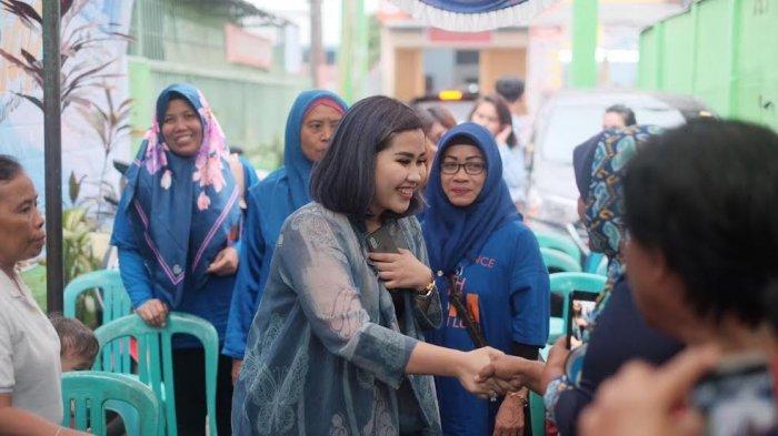 Sapa Relawan, Risika M Lutfi Dikerumuni 100 Warga Ujung Pandang