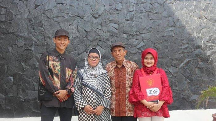 Roell Sanre bersama keluarga
