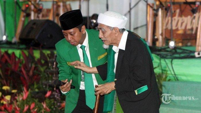 KH Maimoen Zubair Sebut Nama Prabowo saat di Samping Jokowi, Inilah yang Dibisikkan Romahurmuziy