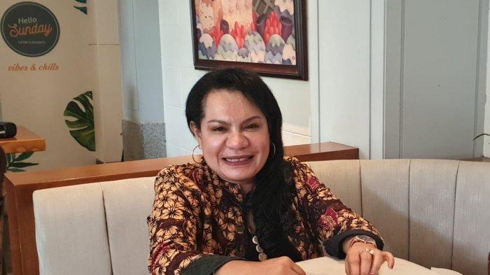 Wasekjen PAN dr. Rosaline Irene Rumaseuw M. Kes. Profil dan sosok Rosaline Irene Rumaseuw, Wakil Sekjen PAN yang meminta pemerintah membuat rumah sakit khusus pejabat.