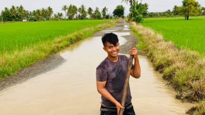 Ruas Jalan Bampengnge Desa Kalosi Alau Rusak Parah Bak Kolam, Warga Tagih Janji Pemerintah Sidrap