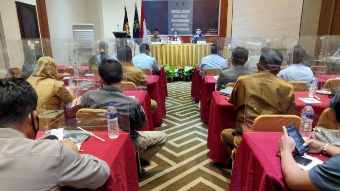Rumah Detensi Imigrasi atau Rudenim Makassar menggelar sosialisasi kebijakan pemerintah di Hotel Continent Centrepoint Makassar, Jl Adyaksa, Kecamatan Panakkukang, Makassar, Selasa (27/4/2021) sore.
