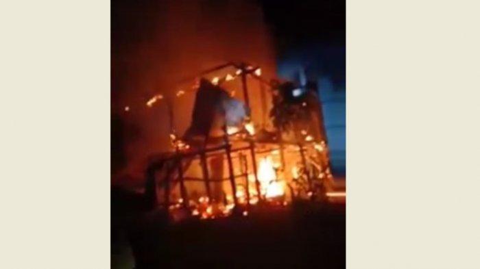 Ditinggal Salat Tarawih, Rumah Warga Desa Beroangin Polman Ludes Terbakar