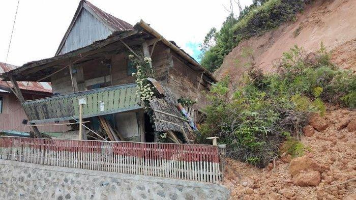 Akibat Hujan Deras, Material Longsor Nyaris Timbun Warga di Tandukkalua Mamasa