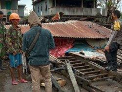 Rumah Panggung di Boyong Jeneponto Roboh Diterjang Angin Kencang