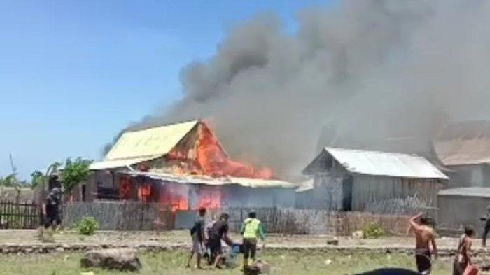 BREAKING NEWS: Satu Unit Rumah Semi Permanen di Kayu Kebo Jeneponto Terbakar