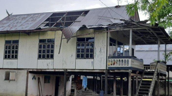 Lima Rumah Rusak Diterjang Angin Kencang di Siddo Barru