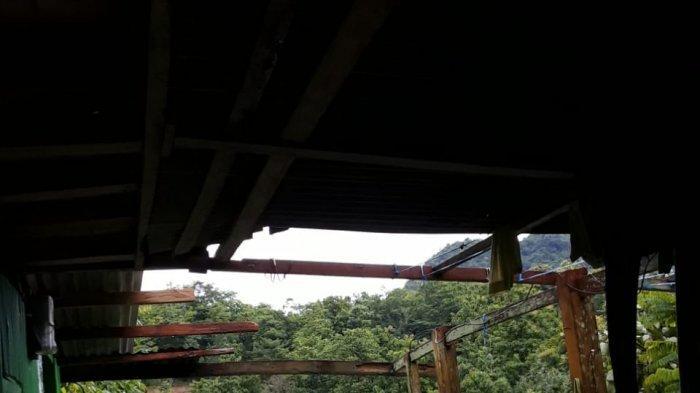 Dua Rumah Warga di Pujananting Barru Rusak Diterjang Angin Kencang