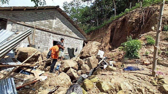 Tanah Longsor Kembali Timpa Rumah Warga di Sinjai
