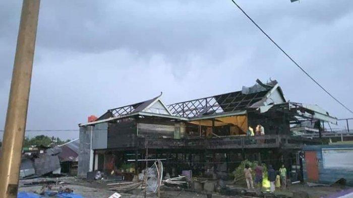 BREAKING NEWS: Angin Kencang Rusak 45 Rumah di Desa Botto Wajo