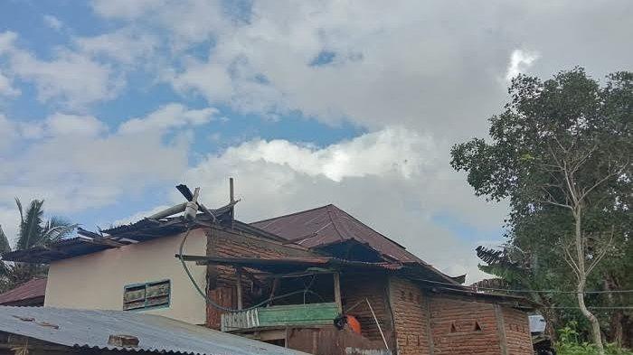 2 Unit Rumah Rusak Diterjang Angin Puting Beliung di Biroro Sinjai