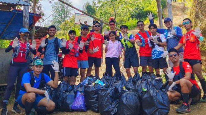 Run Toraja Kumpulkan 18 Kantong Sampah Plastik di Gunung Sopai
