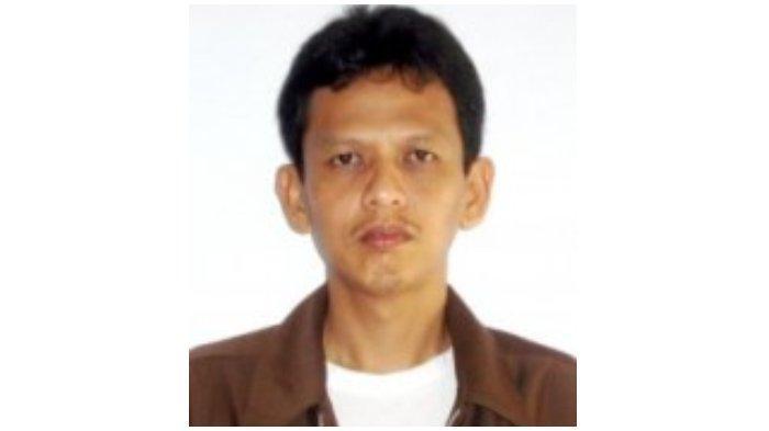 Rusman Madjulekka, alumnus Unhas ( Universitas Hasanuddin ) dan penggemar sepak bola