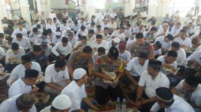 Silaturahmi ke Rutan Makassar, Kapolda Sulsel Makan Bareng Tahanan