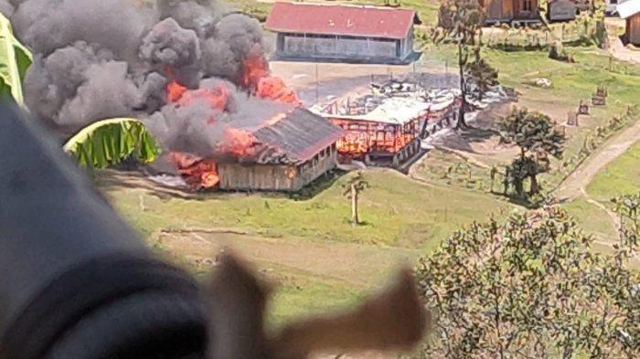 Selain Tembaki Prajurit TNI, KKB Papua Pimpinan Lamek Taplo Bakar Bank hingga Puskesmas