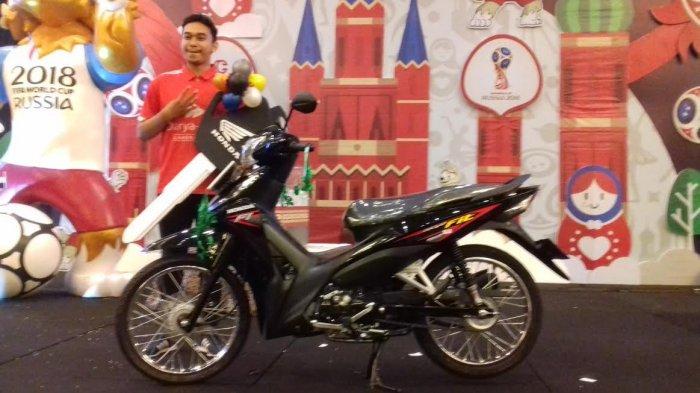 Jagoannya Kalah, Tapi Pemuda Ini Pulang Bawa Hadiah Sepeda Motor Usai Nobar di Claro