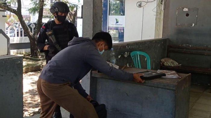 Kantor Bupati Pinrang Dijaga Ketat Brimob Parepare, Barang Bawaan Diperiksa Sebelum Masuk