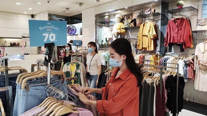 Berburu Promo di TSM Makassar, Baju Wanita Diskon 70 Persen