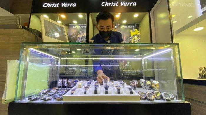 Kacamata dan Jam Tangan Hanya Setengah Harga di Nipah Mall