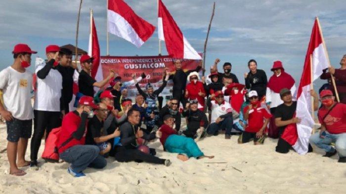 Sambut HUT Ke 75 RI, Gusung Tallasa Community Bersih Pantai & Pemancangan 8 Bendera Bawah Laut