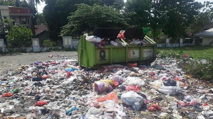 Dinas Lingkungan Hidup 'Cuekin' Sampah di Pasar Samaenre, Kabid Limbah; Sekali Sebulan Diangkut