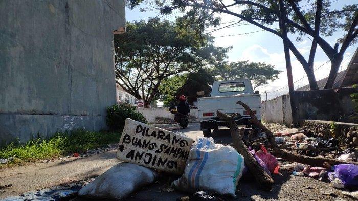 Warga Keluhkan Sampah Berserakan di Belakang Pasar Sentral Bulukumba