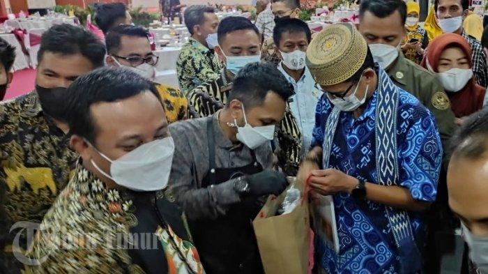 FOTO: Sandiaga Uno Dukung Pelaku Usaha Kopi Sulsel - sandiaga-uno-dukung-pelaku-usaha-kopi-2.jpg